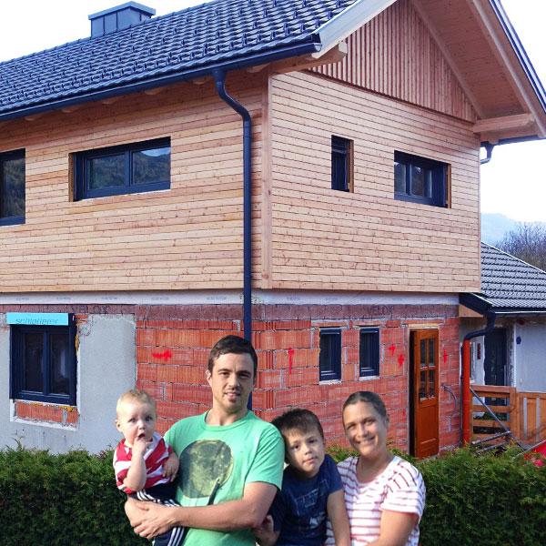 Fotomontage Familie Leitner auf Baustelle