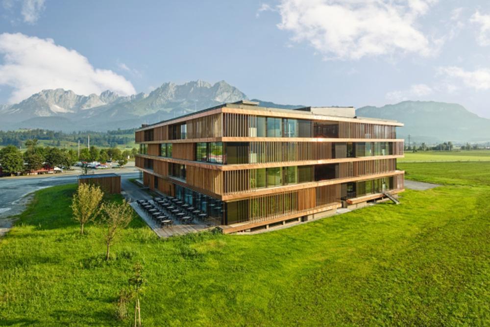 Außenansicht des Egger Stammhauses in St. Johann in Tirol
