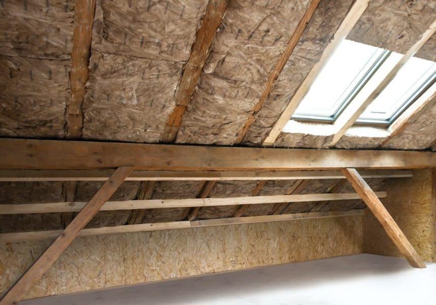KI Dachboden mit Glaswolle